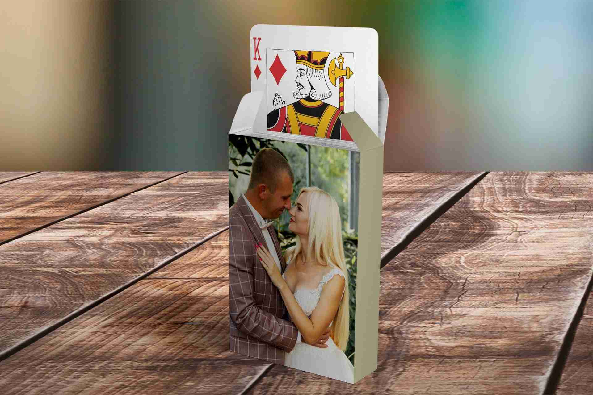 Couple-Playing-CARDS